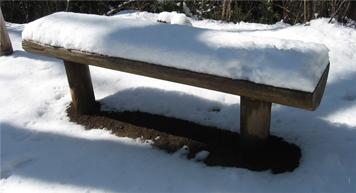 雪のベンチ.jpg